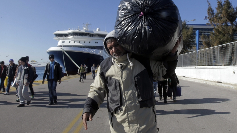 Снимка: Колко пари превеждат трудовите мигранти към родните си страни