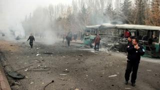 Кола-бомба взриви автобус с военни в турския град Кайсери