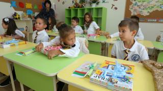 Деца купиха лекарство на възрастна жена от село Крупник