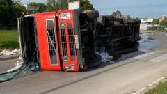 """Обърнат тир блокира изхода на АМ """"Тракия"""" за Пловдив"""