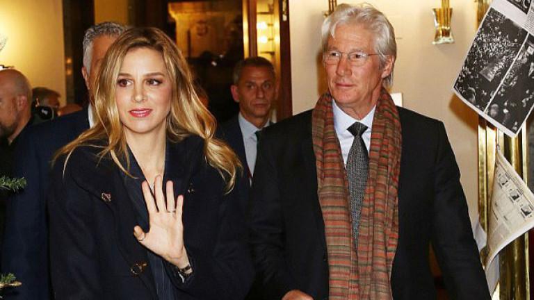 68-годишният Ричард Гиър се е сгодил за 34-годишната Алехандра Силва.