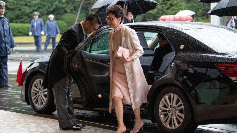 Китай планира да замени лидера на Хонконг Кари Лам с