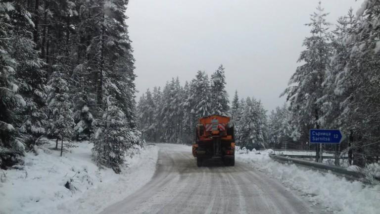 АПИ имат готовност да пуснат още снегорини по пътищата