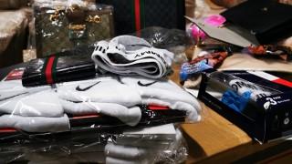Задържаха над 27 000 контрабандни дрехи и аксесоари