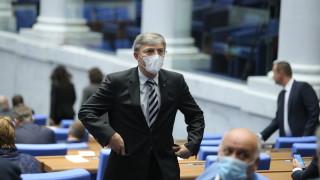 ДПС внесе 96 подписа и мотиви за оставката на Караянчева