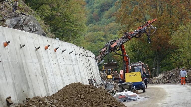 Укрепителните работи спасили пътя към Рилския манастир от по-голямо свлачище