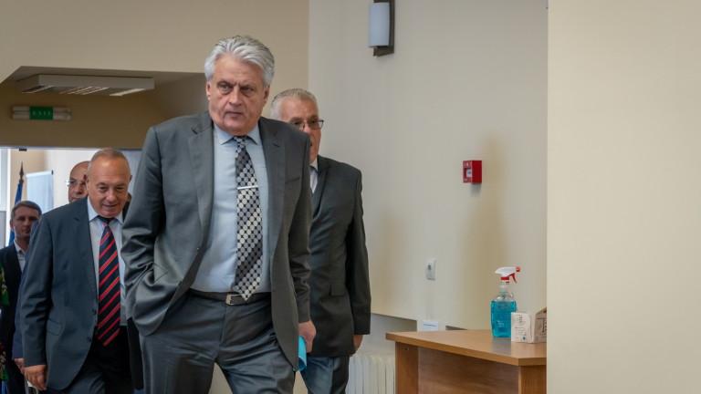 ВСС сам реже клона, на който седи, убеден Бойко Рашков