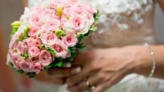 Американка е уловила 46 сватбени букета