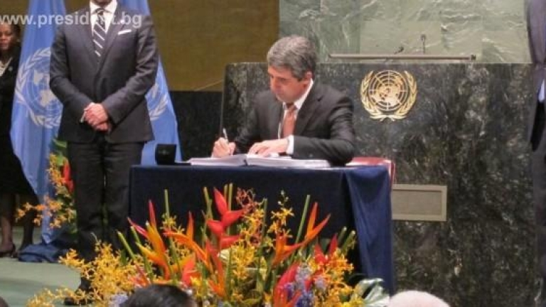 България подписа споразумението за климата; АБВ и реформаторите плашат с напускане на коалицията