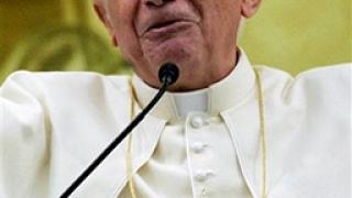 Папата успокоява страстите около Косово
