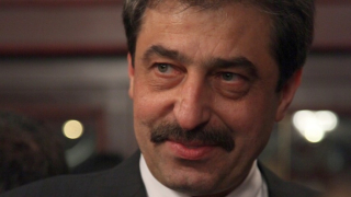 Без коментар Цветан Василев влезе в белградския съд