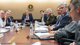 Тръмп наредил убийството на Солеймани, за да привлече ястребите на импийчмънта