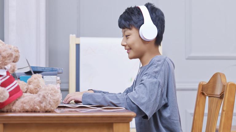 При дългосрочно онлайн обучение децата се демотивират, губят желание за