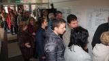 Припаднали членове на СИК във Варна