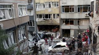Четирима души пострадаха при взрив в Истанбул