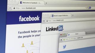 Facebook отмъкна директор от LinkedIn