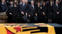 Погребаха Хелмут Кол с воински почести в Шпайер
