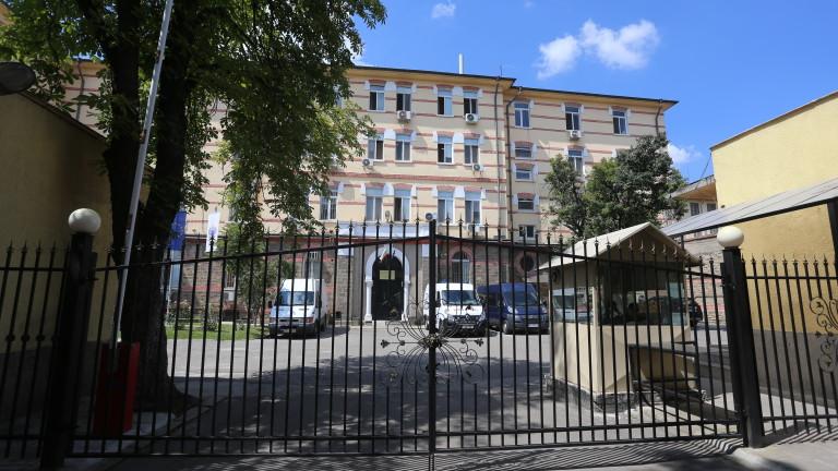 Телефон и купища лекарства иззели от килиите на Митьо Очите и Миню Стайков
