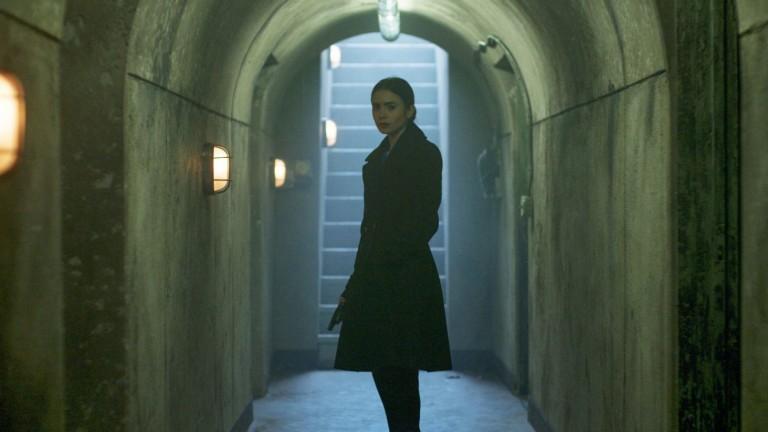 Лили Колинс в подземията на миналото