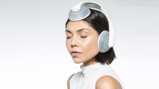 Слушалките с течност, които потапят целия ни мозък в звук