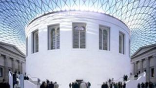 Съмнителна миризма евакуира Британския музей