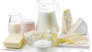 Цените на млечните продукти в света спадат пети пореден месец