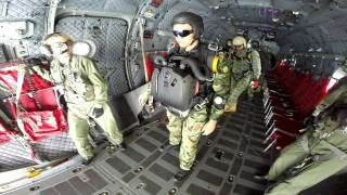 Морският разузнавателен отряд проведе над 300 парашутни скока