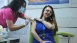 """Старша акушерка от """"Майчин дом"""" - първият ваксиниран у нас с Moderna"""