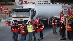 Тираджиите във Франция блокират пътища, отхвърлят трудовите реформи