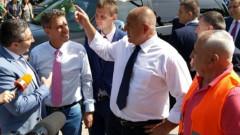 Борисов ударно проверява пътища, завод, газопровод и спортна зала