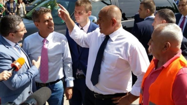 Премиерът Бойко Борисов ударно инспектира завод, пътища, газопровод и спортна