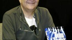 Почина писателят Том Кланси