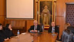 Кирил Ананиев успокоява студентите-медици в СУ, че няма да закриват факултета