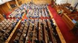Парламентът заседава извънредно на 8 май