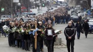 Повече от 2000 души изпратиха убития Оливер Иванович в Косовска Митровица
