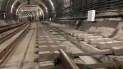 Вкарват тежка техника за ремонта на метрото