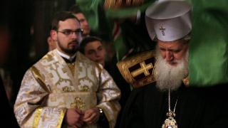 Да се спрат нашествието на бежанци и войната, настоява Църквата