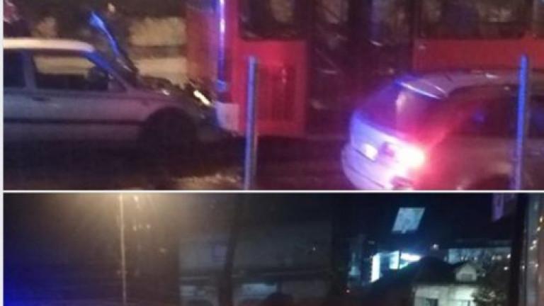 Катастрофа между автобус на градския транспорт и лек автомобил е