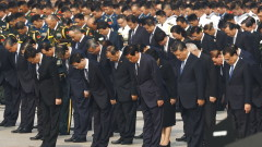 Си Дзинпин почете паметта на Мао Дзедун