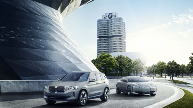 """С """"Hey BMW"""" баварската марка дава начало на нова ера в шофирането"""