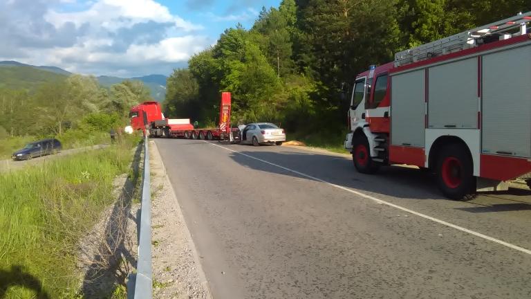 ТИР и БМВ се удариха челно на пътя Банско – Гоце Делчев, един човек загина