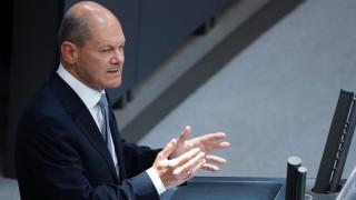Социалдемократите в Германия увеличават преднината си пред консерваторите на Меркел