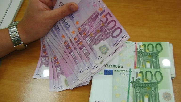 Еврото укрепва спрямо йената и долара