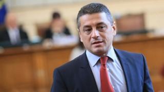 Отсъстващите депутати без заплати, Красимир Янков иска БСП да се върне в парламента, неволите на Беър Грилс…