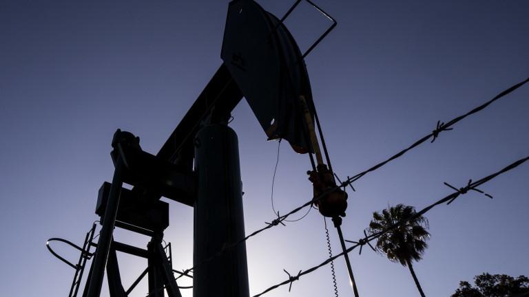 Петролните запаси в САЩ доведоха до понижаване на цената