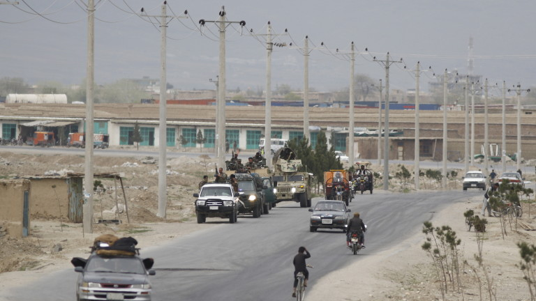 Атентатор се взриви до база на САЩ в Афганистан