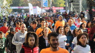 Щафетен маратон затваря улици в София