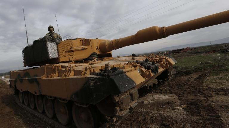 Турция разполага бронирани машини на границата със Сирия