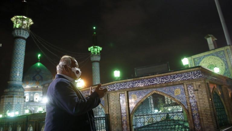 Иран отваря джамии на фона на нови 96 починали от коронавируса