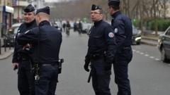 Мъж се вряза с кола в мюсюлмани в Париж, няма ранени